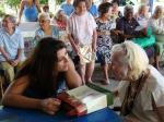 IDOSOS RECEBEM PRESENTES E CARINHO DE VOLUNTÁRIOS NA FESTA DA ACIEI