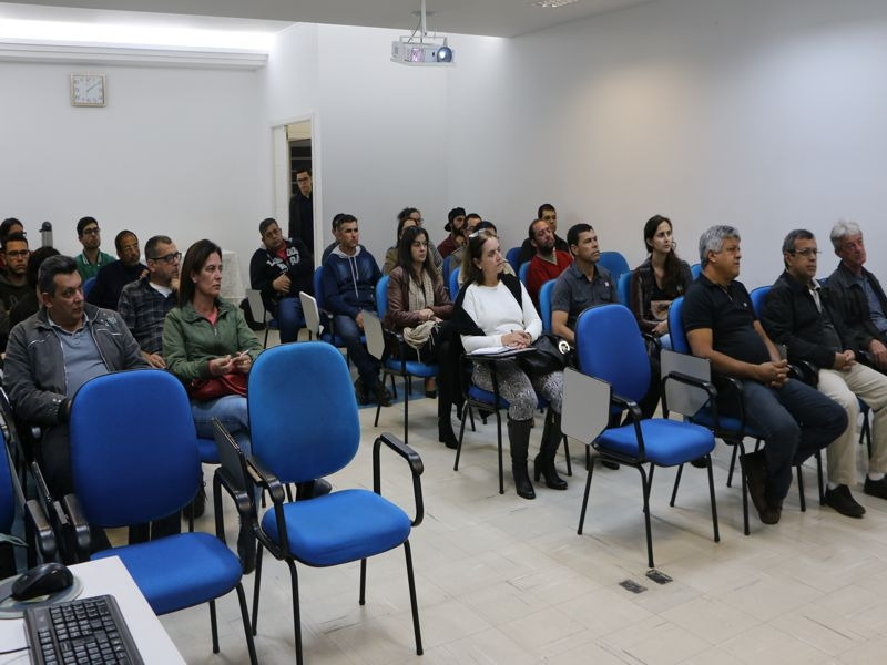 PALESTRA SOBRE LEGISLAÇÃO AMBIENTAL REÚNE REPRESENTANTES DE VÁRIAS EMPRESAS NA ACIEI